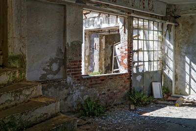 「老宅廢墟千萬別去!」日本怪談師親身體驗:壞掉東西全要你賠