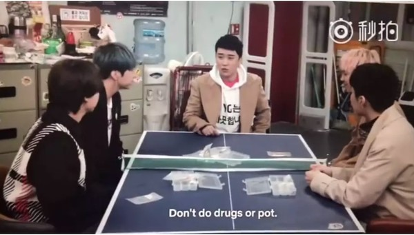 ▲《YG戰資》要Winner驗尿惹火粉絲。(圖/翻攝自微博)