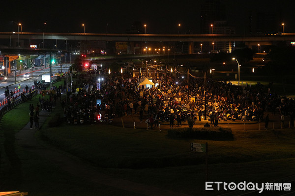 ▲Gogoro打破金氏世界紀錄!1303台騎上台北橋遊行獲認證。(圖/記者張慶輝攝)