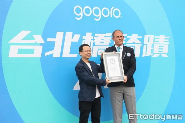 ▲Gogoro打破金氏世界紀錄!1303台「台北橋瀑布」遊行獲認證。(圖/記者張慶輝攝)