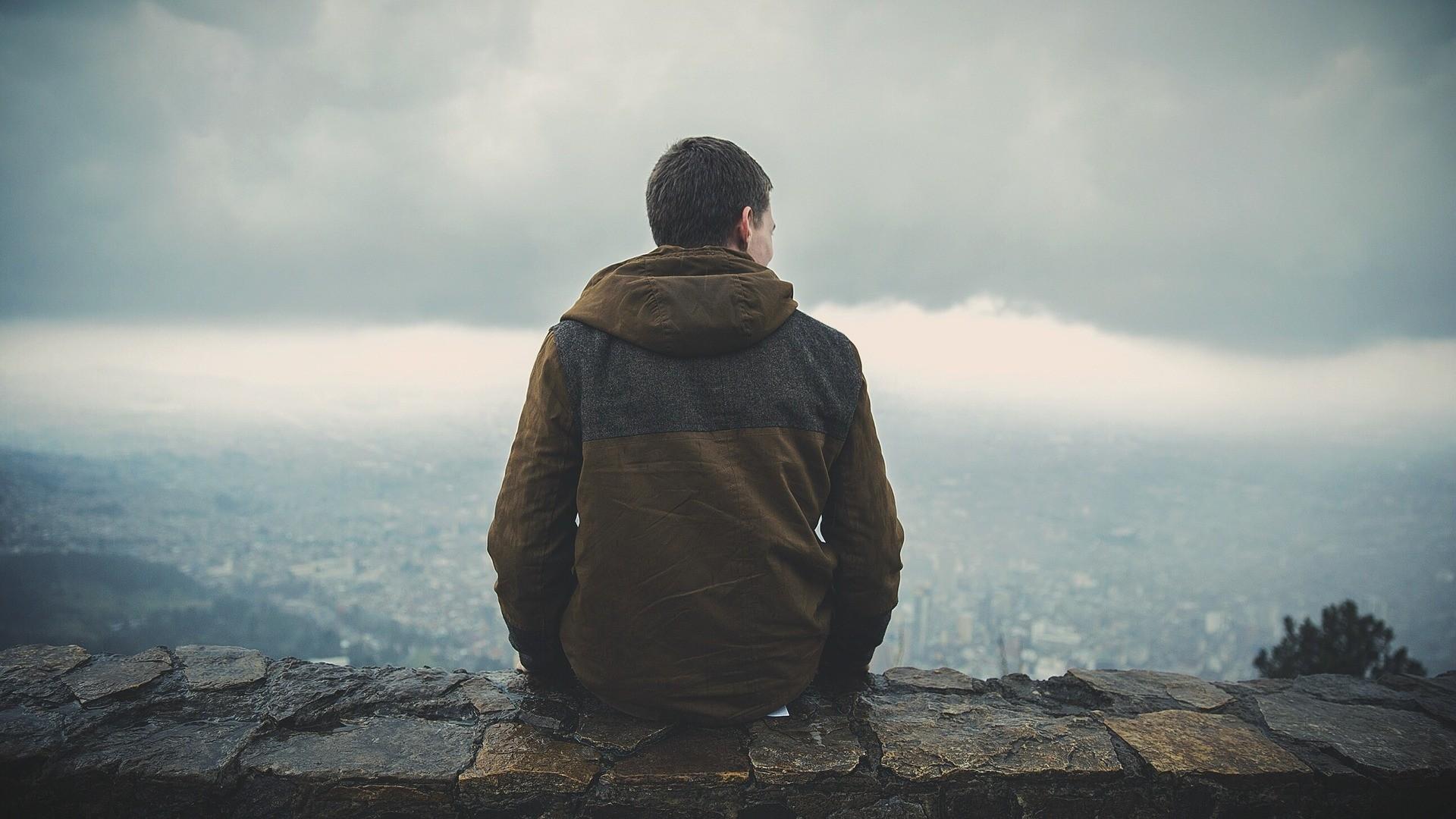 ▲▼ 背影,沉默,孤獨。(圖/取自免費圖庫Pixabay)