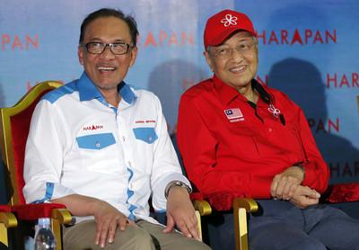 睽違20年 馬哈迪與安華首度同台