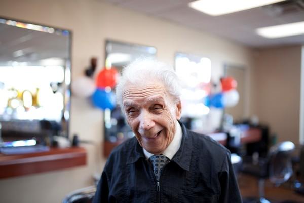▲▼紐約市最老理髮師曼西內利(Anthony Mancinelli)。(圖/達志影像/美聯社)