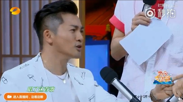 ▲王俊凱唱《簡單愛》忘詞。(圖/翻攝自微博)