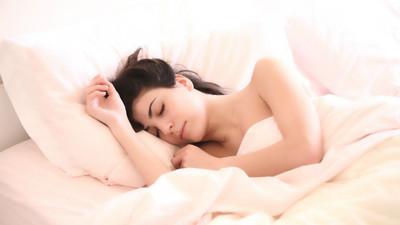 人類一生「最少得睡滿25年」!洗澡如廁花4年、工作時間只有13年