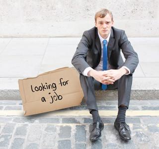 薪資差距大、失業率飆高 青年怒嗆總統