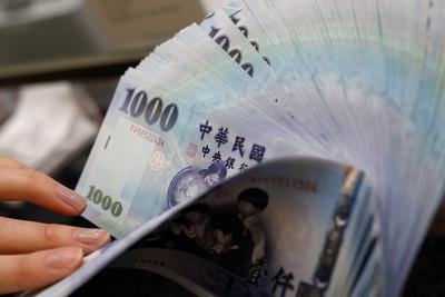 新台幣收盤貶值7.7分 收在31.057元兌1美元