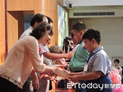 慈濟新芽獎學金 1萬名學子受惠