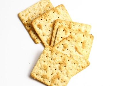 餅乾加料「阿公的骨灰」!美高中生萬聖節惡作劇,笑看同學吃下肚