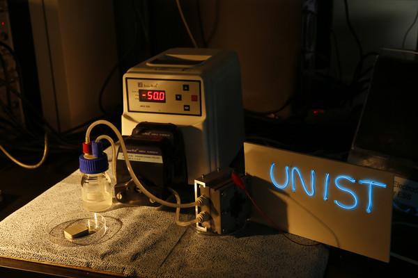 ▲▼南韓國立蔚山科學技術研究院(UNIST)研發出全新的鋁空氣流體電池(Aluminum-air Flow Batteries)。(圖/截自UNIST官網)