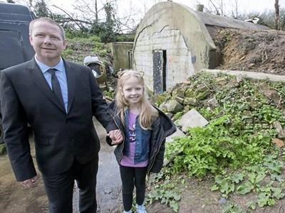 想讓女兒當公主!富爸爸改造百坪後院「獨立建國」 慘被政府開罰