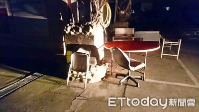 酒後椅子上直接小解 男子被打死