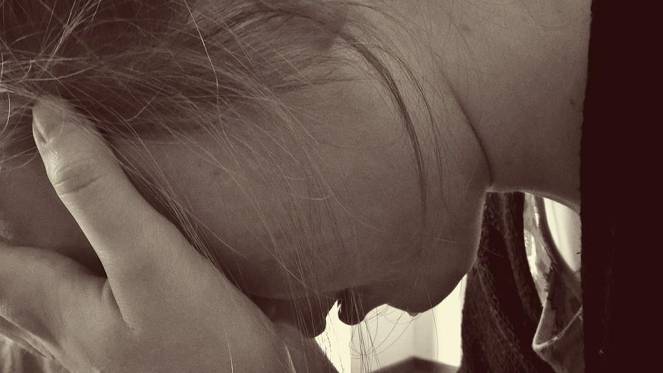 ▲悲傷,難過,憂鬱,哭泣。(圖/取自免費圖庫Pixabay)