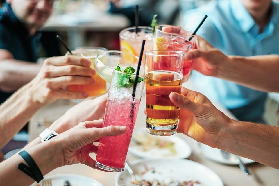 ▲喝酒,聚餐,慶祝,調酒,飲料,果汁。(圖/取自免費圖庫Pixabay)