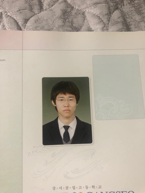 ▲▼金成洙高中時期照片(圖/翻攝自南韓論壇)