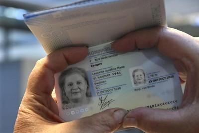 變性17年不想被歸男女 荷雙性人爭取性別中立 護照成功換成「X」