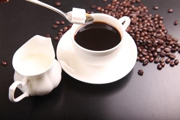 婦每天喝「咖啡加2包糖」配魚堡 習慣持續3年...慘高血脂上身 | ET