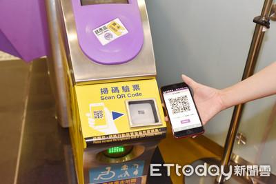 12月起搭機捷可用手機嗶進站 國泰世華卡友搶先體驗