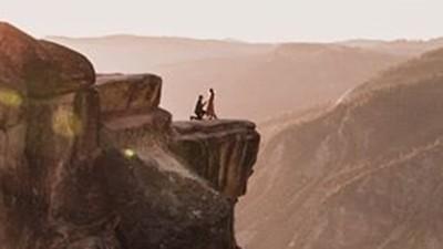 「戀人山崖求婚照」找不到當事人!七天後…山腳下出現一對冰冷遺體