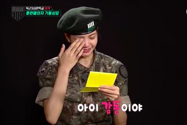 ▲▼BLACKPINK泰籍成員LISA參加綜藝節目《真正的男人300》,收到來自隊友JISOO的信。(圖/翻攝自MBC)
