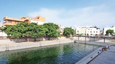 大自然給泳池的禮物!在這裡人與魚共游 居民離不開水下世界