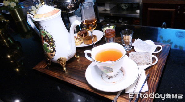 ▲浮誇系下午茶,讓你一秒變網美。(圖/記者張凱喨攝)