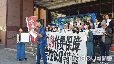 藝術家集體提告華藝網 騙簽賣身契