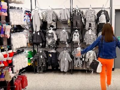 童裝區出現「灰階色系列貨架」 父母嚇壞:孩子的衣服要很繽紛