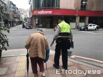 8旬老婦離家500公尺「迷路了」 暖警巡邏車送回家