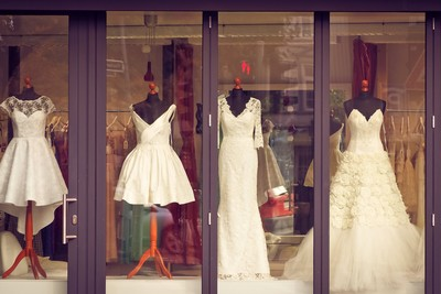 新娘擔心伴娘太美全因「沒安全感」 禮服製造美醜差,保證會後悔