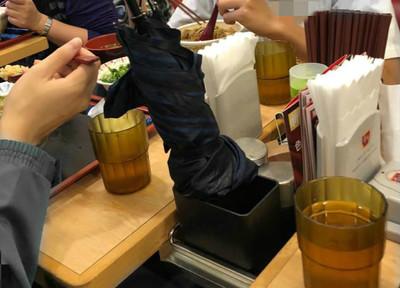 傘插湯匙桶!高中生冷嗆:校方會告你