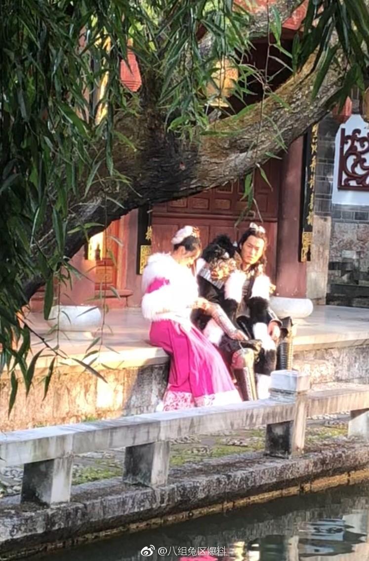 ▲何泓姍在新《天龍八部》中飾演「阿紫」,與楊祐寧一起演對手戲。(圖/取自「八組兔區爆料」微博)