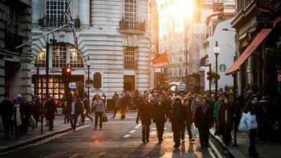 陌生人一律「鞭數十驅逐出境」!解析英國人400年排外傳統