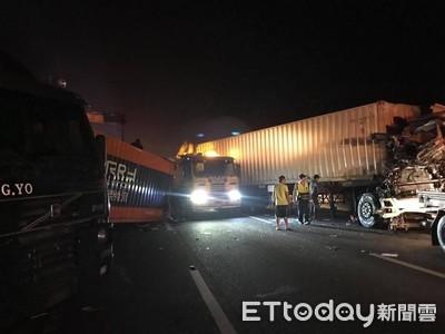 國一號新營段聯結車追撞 2駕駛送醫