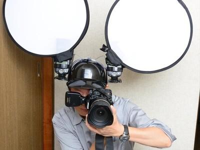 汽水頭盔改裝閃光燈!專業攝影懶動手,「通通放頭上」蠢度+10