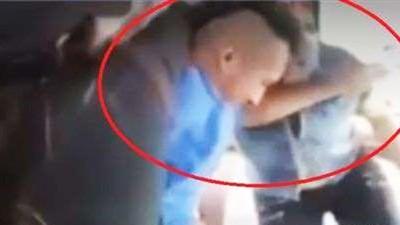 半路搶劫公車「巧遇媽媽坐在車裡」 笨賊遭狂巴頭狼狽進警局