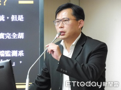 黃國昌嘲諷韓國瑜:慶富案先問吳敦義