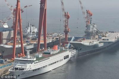 陸國產航母返港 與遼寧艦再次同框