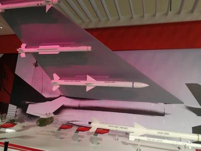 為殲-20加分 霹靂-10E射程達60公里