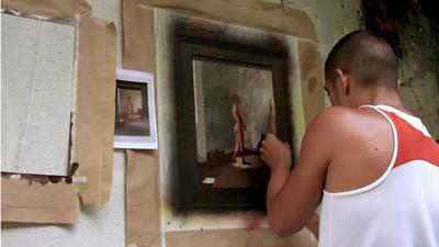 廢墟裡賞名畫! 藝術家打造「天使遺棄的角落」明眼人排隊看