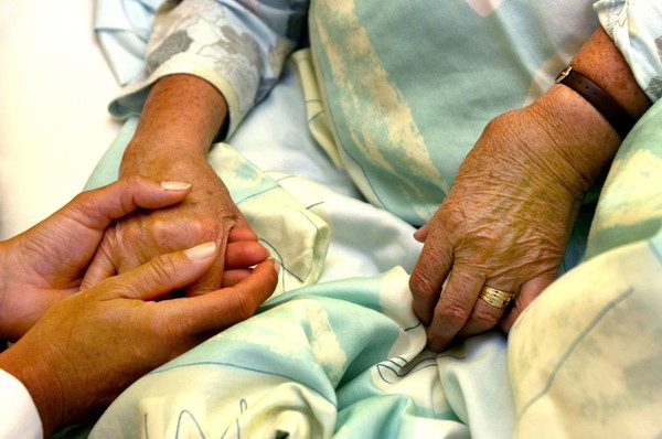 ▲▼荷蘭首例因過度對患者實施安樂死,醫生被起訴。(示意圖/達志影像)