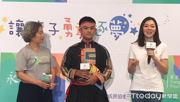 ▲曾馨瑩生日做公益感動哽咽,捐500萬幫雙躍偏鄉孩童圓夢。(圖/記者姚惠茹攝)