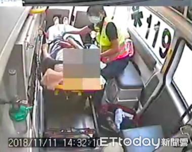 中友百貨2女5樓手扶梯摔落