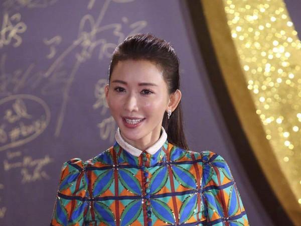 ▲林志玲穿格子裙現身,卻被網友批評顯胖又顯老,成為話題。(圖/CFP、取自《新浪電影》)