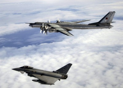 共軍出動「轟-6」除了壓台,還特蒐各國「意想不到」的情資