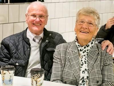 徒步四公里「連吃麥當勞23年」!八旬老夫妻吐露心聲:被當家人看待