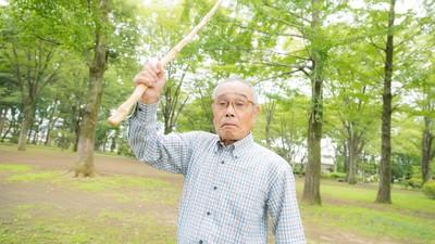 老人比你好找工作!退休老人經驗豐富 屌打臭臉年輕打工族
