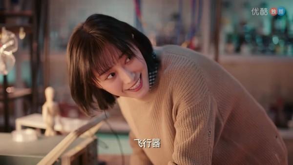 ▲鄭爽新戲《我的保姆手冊》跟替身妍妍演姊妹。(圖/翻攝自優酷)