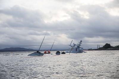 挪威神盾艦撞船 搶救5天沉沒