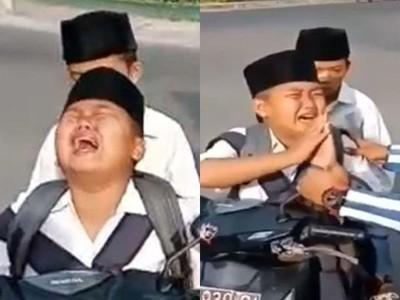 「搓手求饒」軟化警察!男童偷騎摩托車發誓不再犯,獲贈一台鐵馬